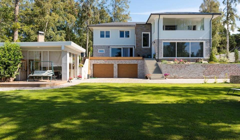 Müüa maja Kakumäel Liivaranna teel mere ääres.