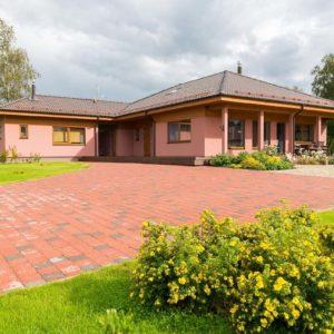 Müüa maja mererannas Mäepealse külas Salmistu lähedal.